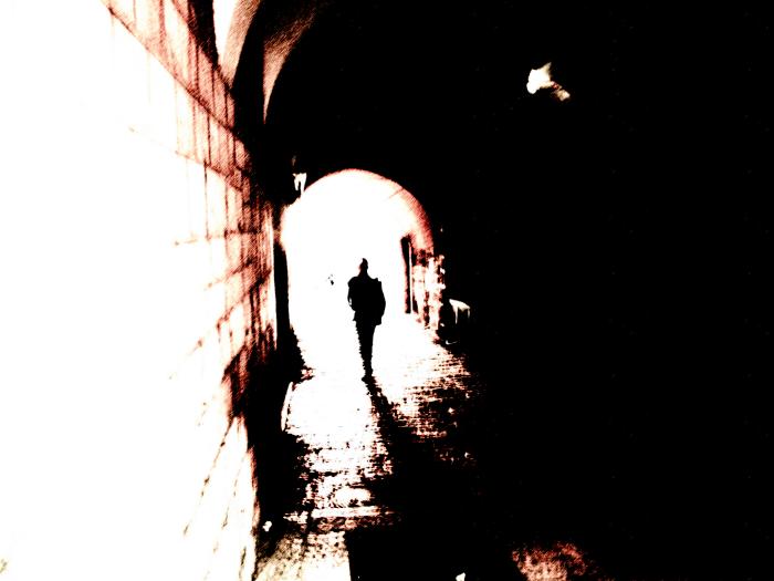 Zelf-bewustzijn gebruiken om aan de duisternis die het zelf veroorzaakt te ontsnappen